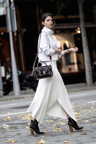 le fashion image blogger sweater bag skirt turtleneck sweater white sweater long skirt white skirt shoulder bag ankle boots tumblr maxi skirt knitted skirt asymmetrical asymmetrical skirt turtleneck black bag boots black boots high heels boots