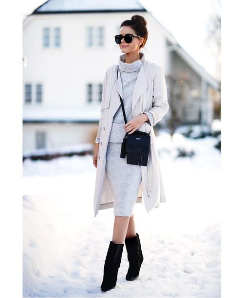 stylista blogger sunglasses trench coat grey skirt grey sweater black boots