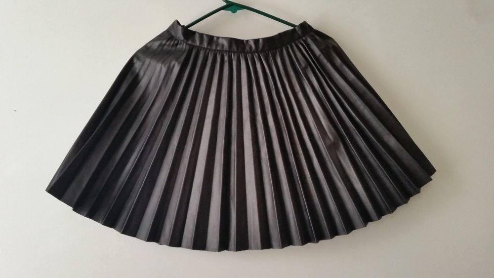 h m black pvc faux vegan leather pleated skater skirt size