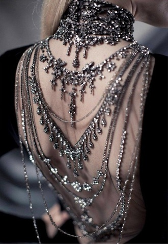 dress backless jewels jewels backlace necklace chain jewelled dress ralph lauren silber grey bling crystal quartz classy classy black silver jewelry with dress beads beaded dress shine prom prom dress sequin dress black metal studded dress backward necklace trend backward necklace silver necklace bag