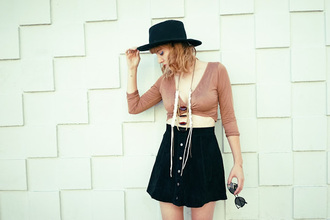a fashion nerd blogger top jewels shoes sunglasses skirt