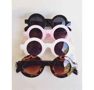 sunglasses mileycyrua vanessa hudgens