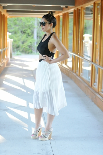 gumboot glam blogger pleated skirt white skirt wedge sandals cut-out dress summer dress