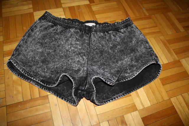 BLINDING BRIGHT SHOP: Acid wash American Apparel short shorts - 10$CAD