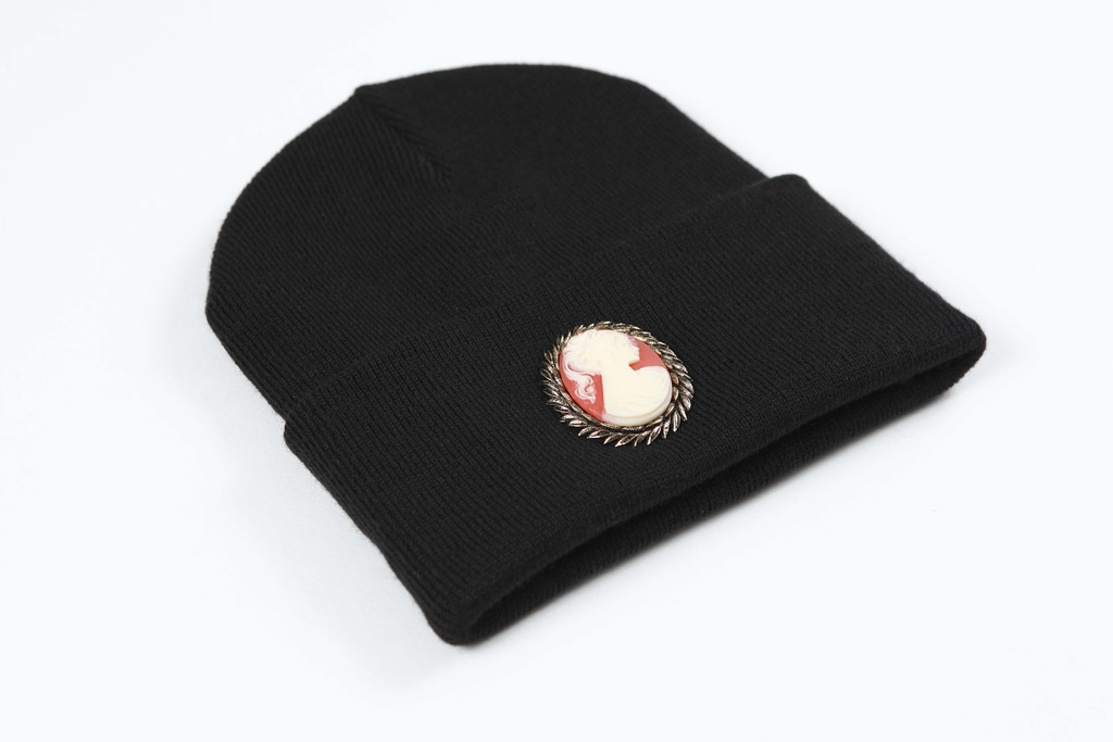 CAMEO BEANIE (BLACK) - Silver Spoon Attire