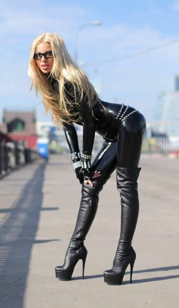 Black shemales wearing thigh boots