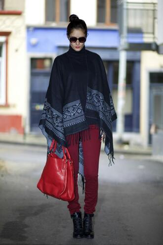 blogger from brussels with love red bag poncho