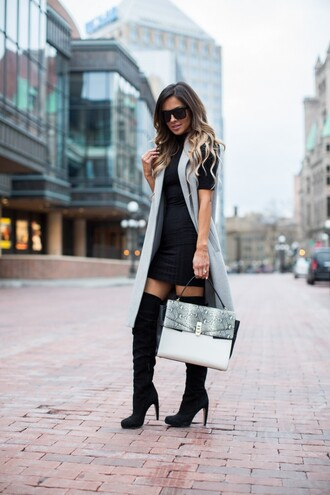 maria vizuete mia mia mine blogger sunglasses sleeveless coat black dress white bag black boots knee high boots suede boots fall outfits winter outfits valentines day date outfit date dress
