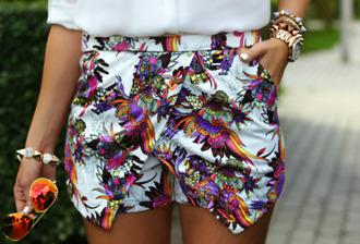 multicolor cute shorts stylist