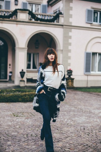 natalie off duty blogger top jeans sweater cardigan belt shoes printed cardigan