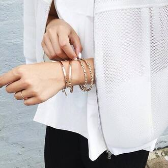 jacket ajouré summer outfits white white jacket gilet bijoux jewelry jewels bracelets doré gold blanc trous summer jacket tumblr accessories gold bracelet ring mesh