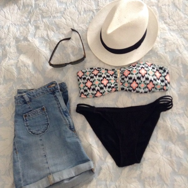 swimwear printed swimwear bikini pimkie high waited shorts shorts denim shorts high waisted denim short sunglasses rayban rayban wayfarer panama hat