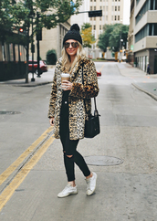coat,tumblr,leopard print,teddy bear coat,fur coat,beanie,pom pom beanie,black beanie,sneakers,white sneakers,denim,jeans,black jeans,skinny jeans,bag,black bag