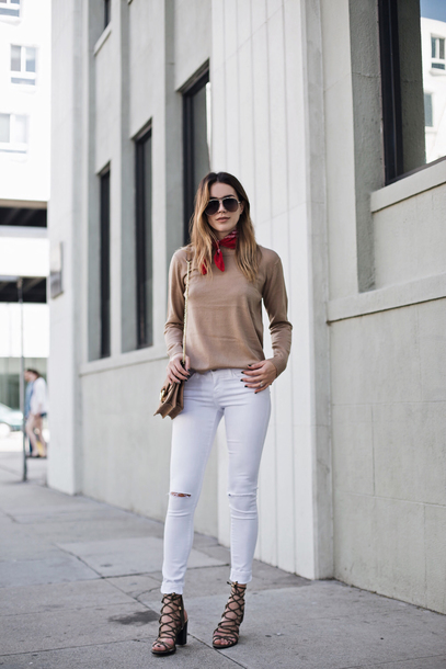 jeans beige sweater red scarf distressed white jeans beige strappy heels blogger sunglasses