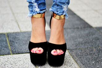 shoes black heels high heels gold gold strap open toes gold ankle strap platform shoes jeans