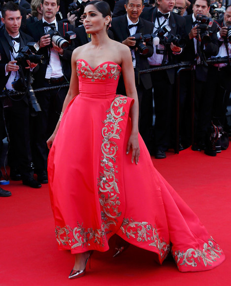 red carpet cannes frida pinto gold