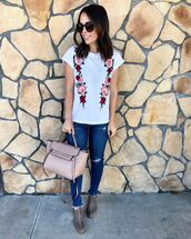 mrscasual,blogger,t-shirt,shoes,bag,jeans,jewels,sunglasses,floral top,booties