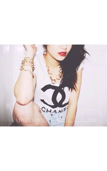shirt fashion designers jewels chanel blogger tumblr accessories hipster trendy chanel t-shirt lookbook red lipstick gold necklace jewelry summer outfits summer sexy girly instagram tumblr girl teenagers boho chic muse b&w famous asian asian fashion