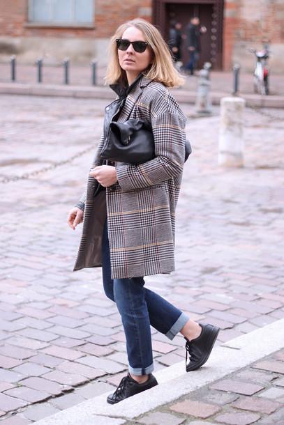 jane's sneak peak blogger coat jeans black sneakers jacket top shoes bag