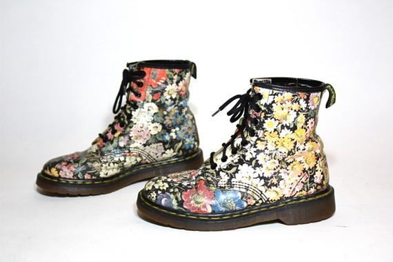 Variant Vintage floral dr martens