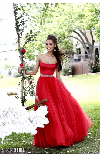 dress maxi dress red maxi dress long red dress long prom dress red long prom dress stunning dress sherri hill long dress beautiful red dress beautiful amazing amazing dress glitter a line dress a-line prom dress a-line princess princess dress tulle dress tulle skirt velvet velvet dress red evening outfits red dress ball gown dress prom gown any colour red prom dress prom dress strapless