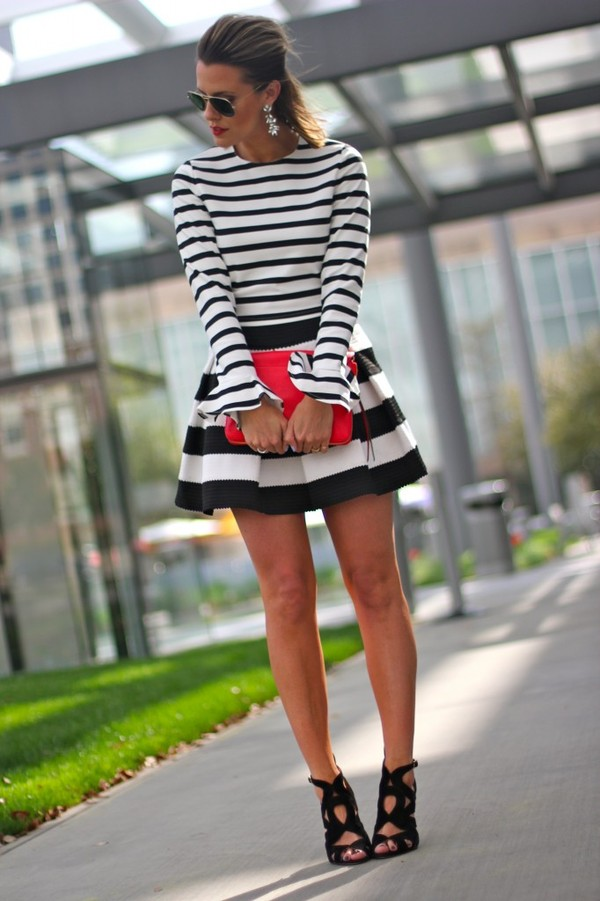 the courtney kerr t-shirt skirt shoes jewels bag sunglasses