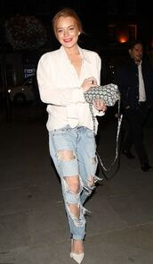 jeans,ripped jeans,pumps,lindsay lohan,shirt,shoes,outfit