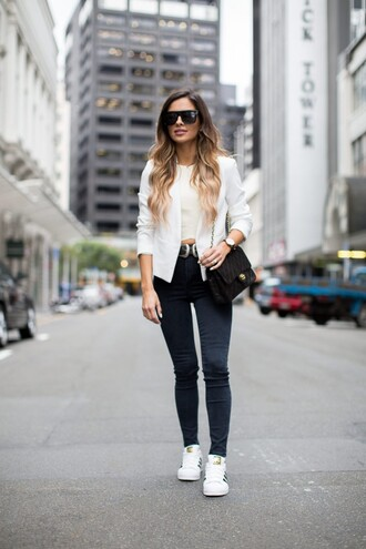 maria vizuete mia mia mine blogger jacket top jeans shoes sunglasses belt jewels bag accessories accessory black belt western belt double buckle belt white jacket crop tops white crop tops black sunglasses skinny jeans blue jeans black bag shoulder bag adidas adidas superstars white sneakers