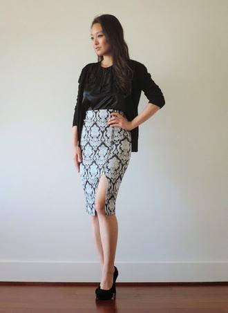 sensible stylista blogger black cardigan slit skirt patterned skirt pencil skirt high waisted skirt black heels