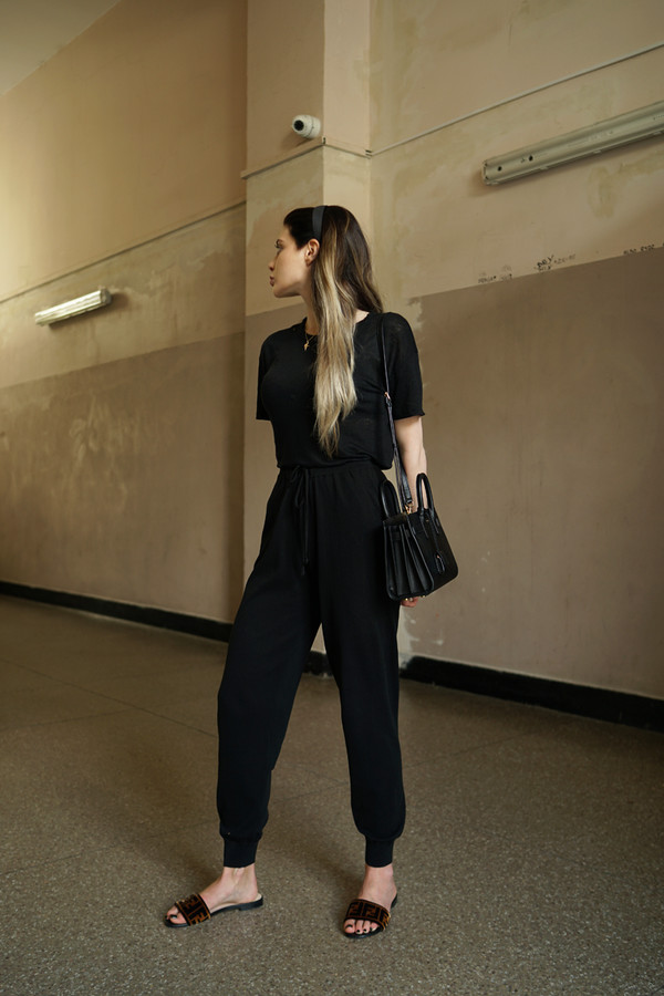 top blouyse pants black bag slide shoes