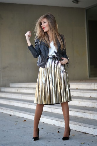 mi aventura con la moda blogger blouse pleated skirt midi skirt gold metallic skirt bag metallic skirt