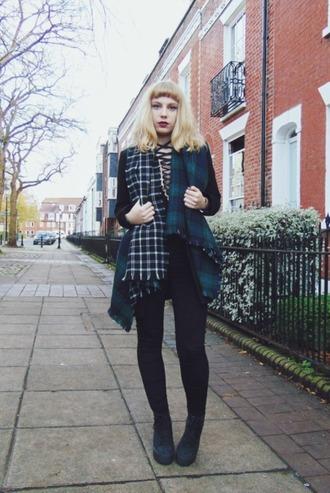 the velvet black grunge blogger tartan scarf lace up top