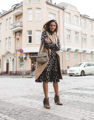 dress vest midi dress fall outfits fall dress boots ankle boots bag grey bag floral floral dress