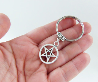 jewels bubblegum graffiti pentagra pentagram charm pentagram pendant silver pentagram wiccan wicca pagan witch witchcraft witch craft stars keychain pentagram keychain pentagram key chain pentagram accessories pentagram keyring pentagram key ring gift ideas small gifts star keychain star key chain star key ring star keyring