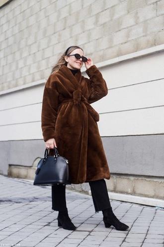 coat brown coat teddy bear coat black jeans black boots boots sunglasses fuzzy coat jeans