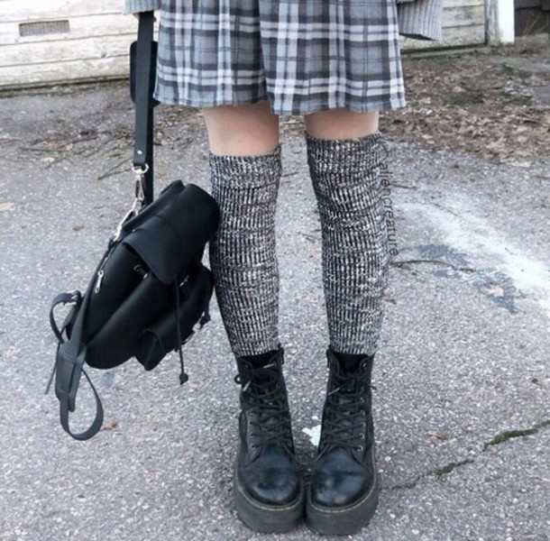 socks pale grey knit