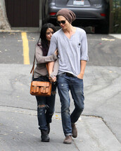 bag,cool,hipster,tumblr,vanessa hudgens,clothes,crossbody bag,leather bag,ripped jeans,loose,boyfriend,couple,shoes