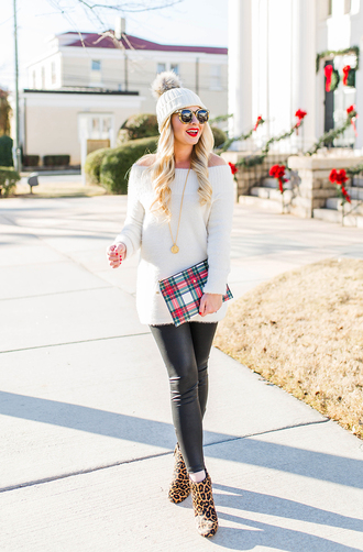 cortinsession blogger sweater leggings bag shoes jewels sunglasses hat beanie clutch ankle boots winter outfits