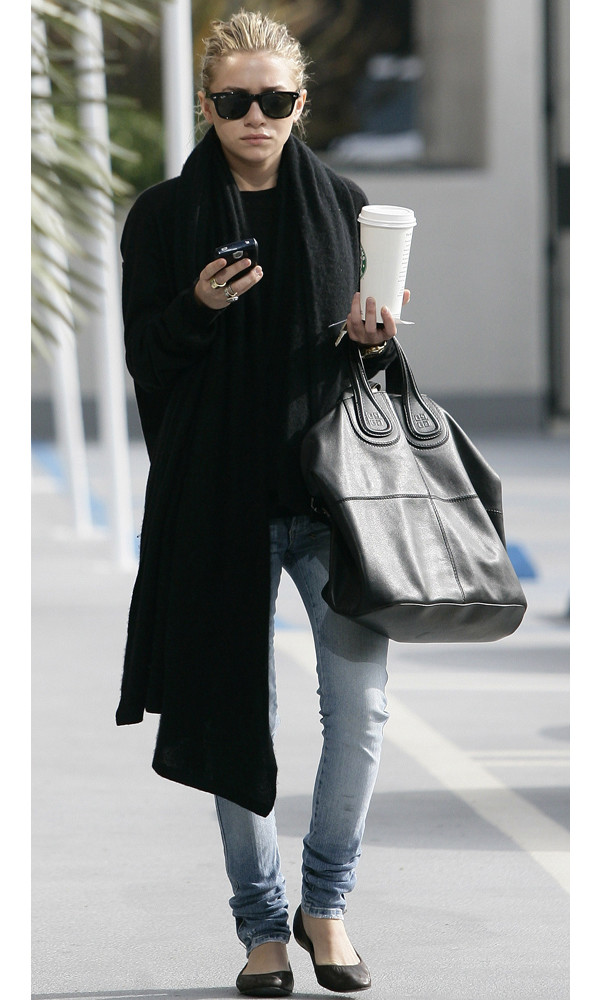 olsen sisters blogger sunglasses scarf bag jeans