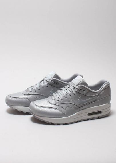 Naked Supplying girls with sneakers Nike Air Max 1 Cut Out Prm 644398 001
