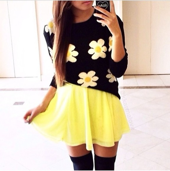 yellow skirt blouse skirt sweater black white yellow black sweater black sweatshirt floral floral sweater white flowers print cute cute sweater flowy skirt skater skirt thigh highs knee high socks black thigh highs phone case black phone case short flowy neon