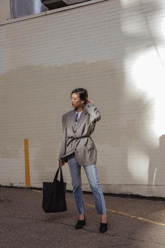 shoes tumblr pumps black shoes bag black bag blazer grey blazer oversized denim jeans blue jeans jacket