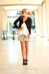 b soup,jacket,skirt,t-shirt,pants,shorts,shoes,jewels,bag,sunglasses,belt
