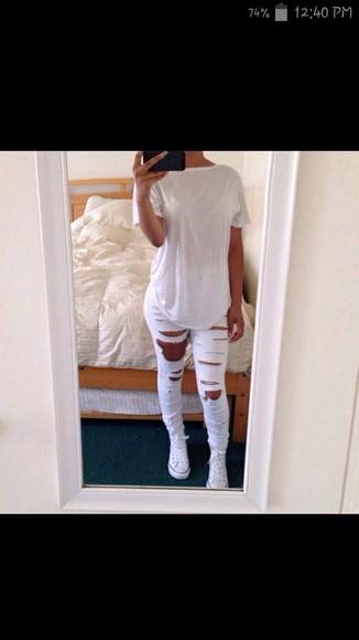 white tee tshrt ripped jeans converse