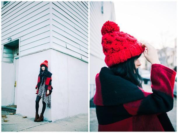 jag lever blogger pom pom beanie red beanie knitted beanie plaid coat wool coat