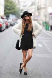 coat,clothes,white,black and white,white coat,chic,streetstyle,colorful,black,fashion,streetwear,faux fur jacket,faux fur coat,bag,white fur coat,jacket