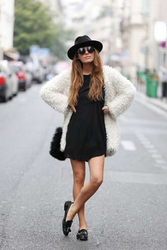 coat clothes white white coat chic streetstyle colour black black and white fashion streetwear faux fur jacket faux fur coat bag