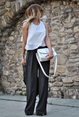 let's talk about fashion ! blogger white top charcoal wide-leg pants white bag