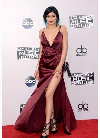 backless dress evening dress gown slit dress black heels burgundy kylie jenner american music awards