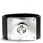 Coach :: WIDE LEATHER TURNLOCK PLAQUE BRACELET